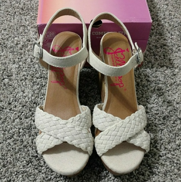 0c41182b7 New Canvas Wedge Sandals